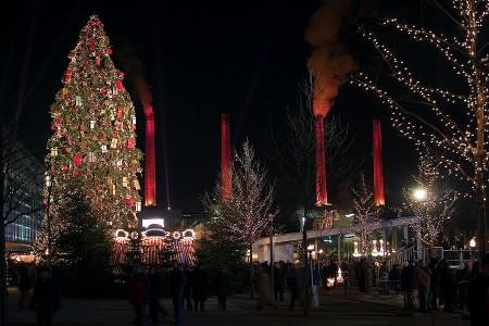 {Weihnachtliche Autostadt} Weihnachtsbaum Autostadt Wolfsburg